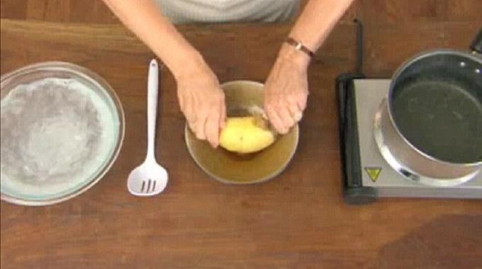comment plucher les pommes de terre en 5 secs. Black Bedroom Furniture Sets. Home Design Ideas