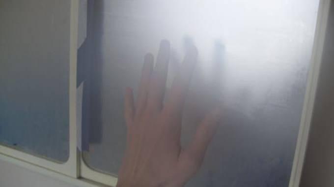 bu e sur le miroir de la salle de bain 1 secret pour y voir clair pendant 1 mois. Black Bedroom Furniture Sets. Home Design Ideas