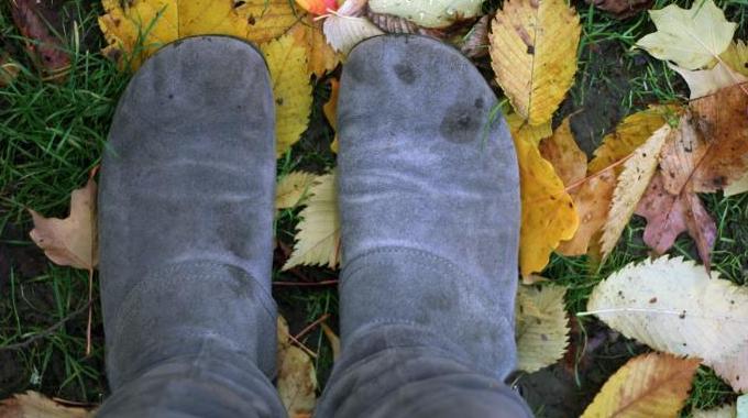 comment nettoyer facilement les taches de pluie sur ses chaussures