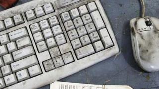 comment nettoyer clavier sale