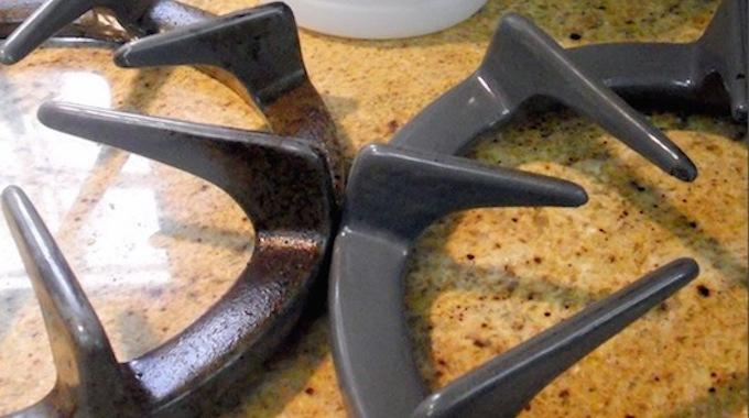 l'astuce stupéfiante pour nettoyer sans frotter les grilles de