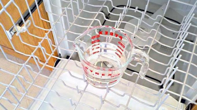 Comment nettoyer facilement votre lave vaisselle avec du - Desherber avec du vinaigre ...
