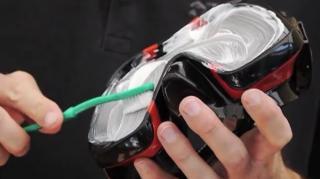 comment nettoyer masque plongée dentifrice