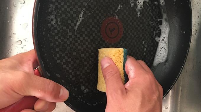 Comment Nettoyer une Poêle Tefal SANS Abîmer le Rêvetement Anti-Adhésif.