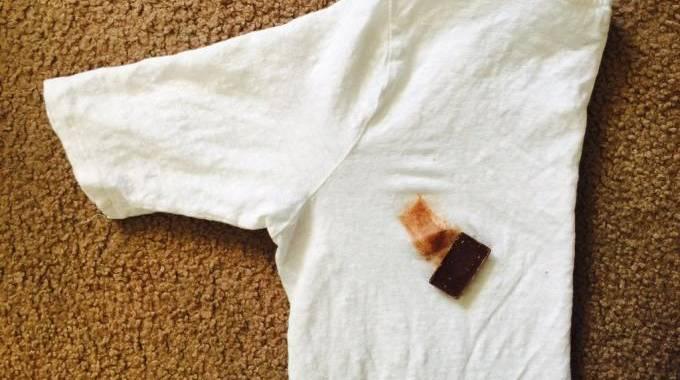 taches de chocolat sur un tissu mes astuces pour les enlever facilement. Black Bedroom Furniture Sets. Home Design Ideas