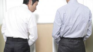 comment pisser sans éclaboussures urinoir