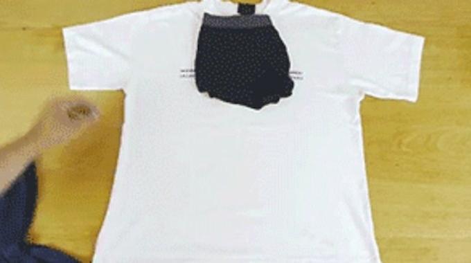 Comment plier un t shirt pour gagner de la place dans sa - Plier un t shirt ...