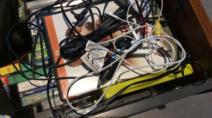 Comment Ranger Facilement Vos Câbles à la Maison   ?