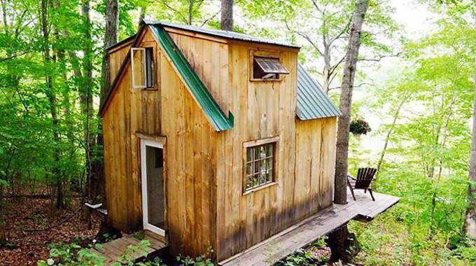 Voici une p 39 tite maison dans les bois construite en 6 semaines pour 3 500 - Comment estimer une maison ...