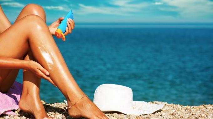Une pommade anti inflammatoire contre les coups de soleil - Comment faire passer un coup de soleil rapidement ...