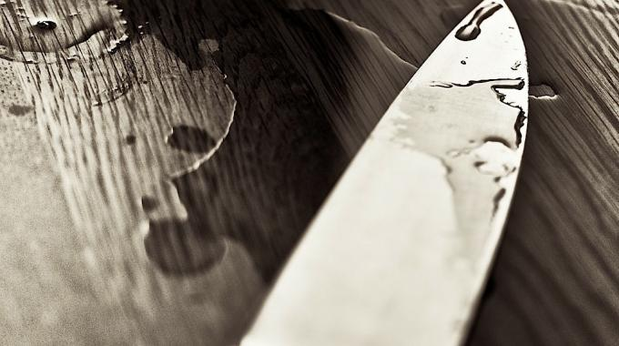 Aiguiser un couteau avec un autre couteau une astuce bien pratique - Comment aiguiser un couteau ...
