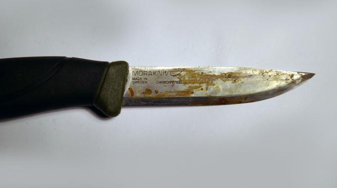 comment j'ai réussi à enlever la rouille d'une lame de couteau.