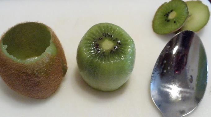 L 39 astuce g niale pour plucher un kiwi - Comment pousse les kiwi ...
