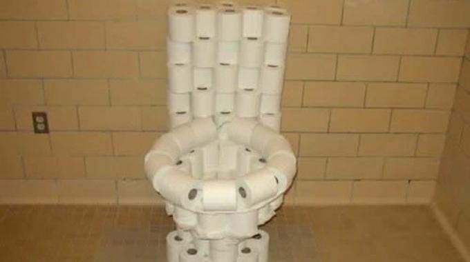 une astuce pour la cuvette de toilettes que vos fesses vont adorer. Black Bedroom Furniture Sets. Home Design Ideas