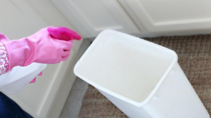 l 39 astuce efficace pour se d barrasser des mauvaises odeurs de poubelle. Black Bedroom Furniture Sets. Home Design Ideas