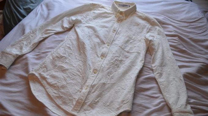 L 39 astuce pour d froisser un v tement rapidement sans fer - Repasser une chemise sans fer ...
