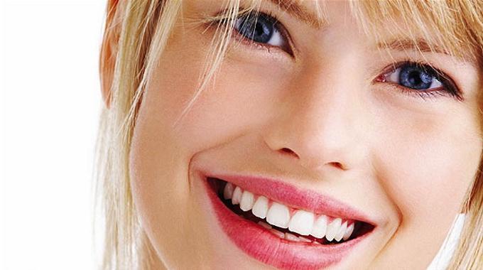 la meilleure astuce pour avoir les dents blanches naturellement. Black Bedroom Furniture Sets. Home Design Ideas