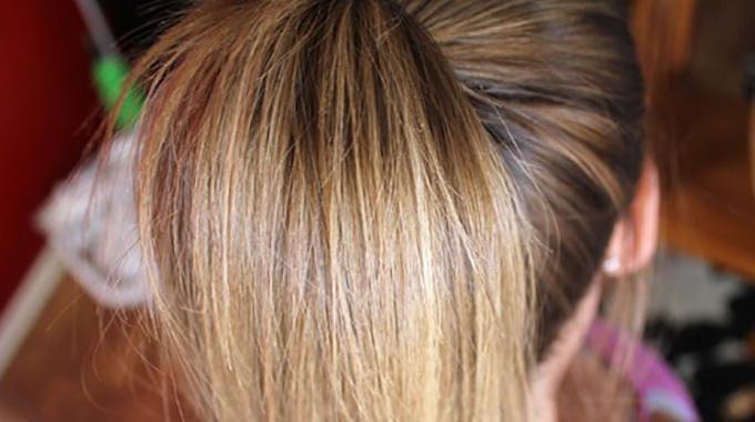 L'Astuce Maligne Pour Éclaircir Naturellement les Cheveux.