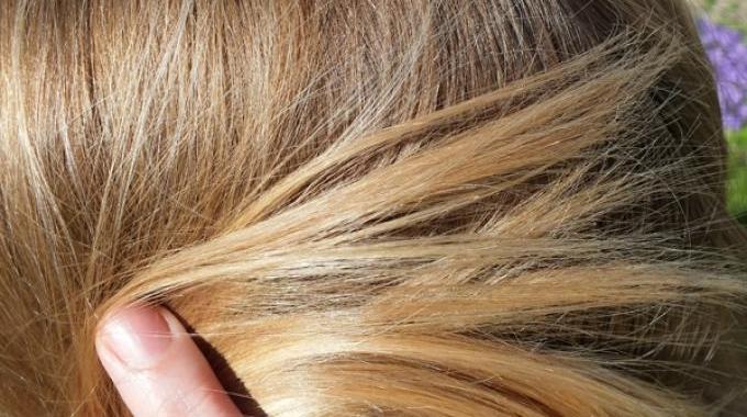 Comment j'Éclaircis Mes Cheveux Grâce au Jus de Citron ?