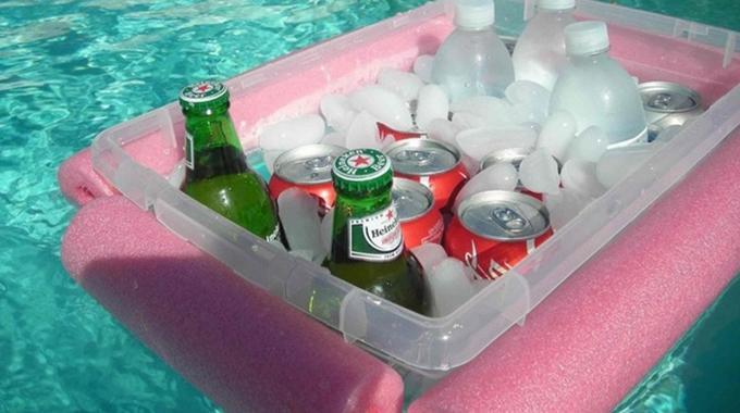 L 39 astuce de g nie pour tous ceux qui adorent la piscine for Bar flottant pour piscine
