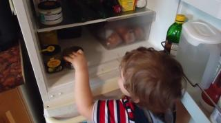 frigo empecher tomber bouteille