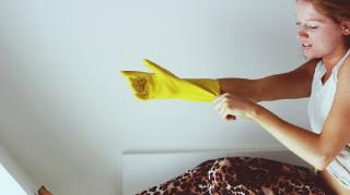gants plastiques comment enfiler facilement