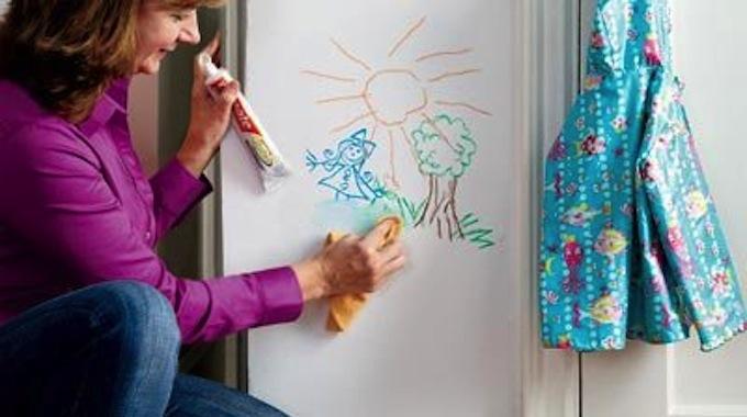 dessins sur les murs l 39 astuce magique pour les effacer. Black Bedroom Furniture Sets. Home Design Ideas