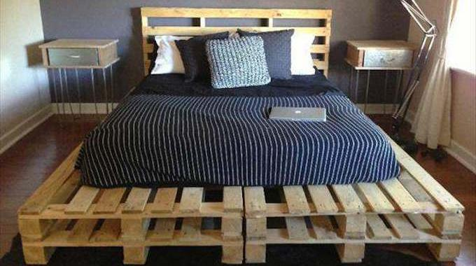 20 id es g niales de lits en palettes faits maison. Black Bedroom Furniture Sets. Home Design Ideas