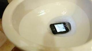 iphone tombé toilettes