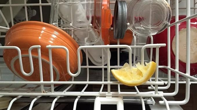 Mauvaises odeurs dans le lave vaisselle l 39 astuce pour le for Mauvaises odeurs dans le lave linge
