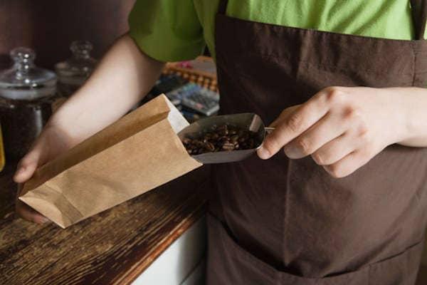 Allez dans un starbucks coffee pour avoir du marc de café gratuitement