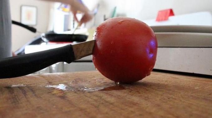 Ma Recette Maison à la Tomate Pour Faire Disparaître Mes Points Noirs.