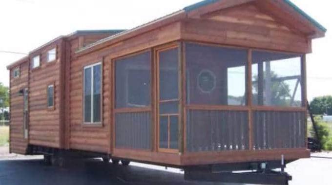 cette maison sur roues est quip e tout confort et peut coucher 6 personnes. Black Bedroom Furniture Sets. Home Design Ideas