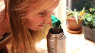 nettoyer enlever mauvaises odeurs gourde