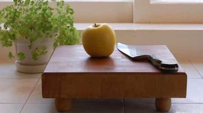 comment nettoyer et entretenir une planche d couper en bois facilement. Black Bedroom Furniture Sets. Home Design Ideas