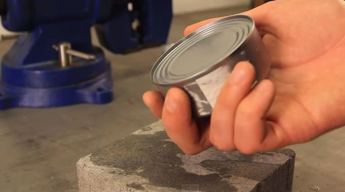 l 39 astuce g niale pour ouvrir une bo te de conserve sans. Black Bedroom Furniture Sets. Home Design Ideas