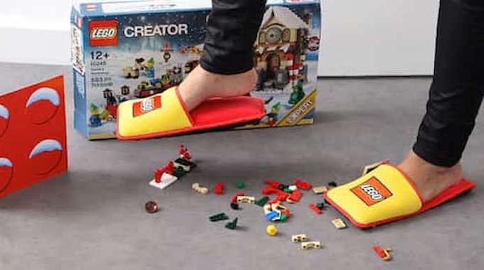 LEGO Invente des Pantoufles Anti-Lego Pour Mettre Fin à 66 ans de Douleurs.