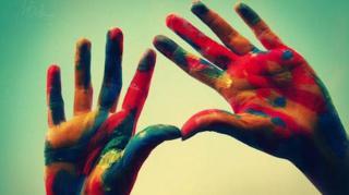 peinture mains residus