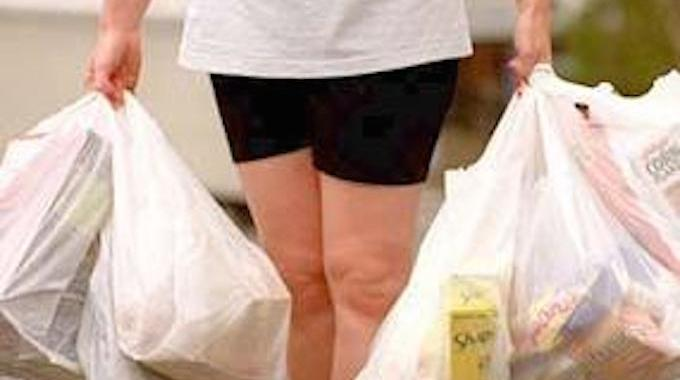 l 39 astuce pour porter les sacs de courses sans se faire mal aux doigts. Black Bedroom Furniture Sets. Home Design Ideas