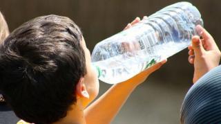 pourquoi bouteilles eau sont dangereuses santé