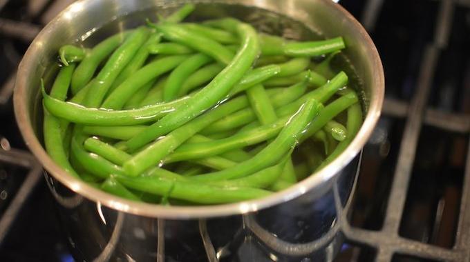 14 fa ons de r utiliser l 39 eau de cuisson pour ne plus jamais la g cher - Comment cuire des chataignes a l eau ...