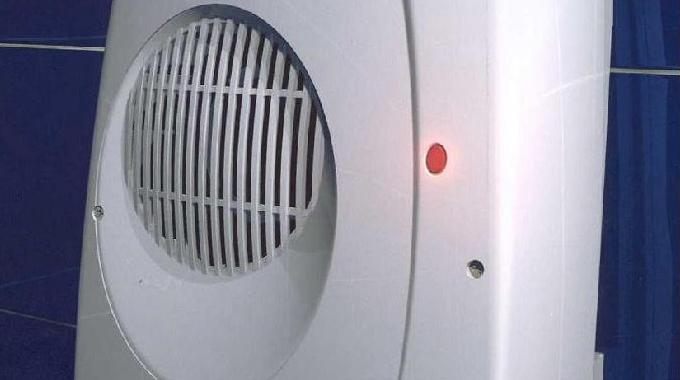 un radiateur soufflant dans la salle de bains pour se chauffer pas cher. Black Bedroom Furniture Sets. Home Design Ideas