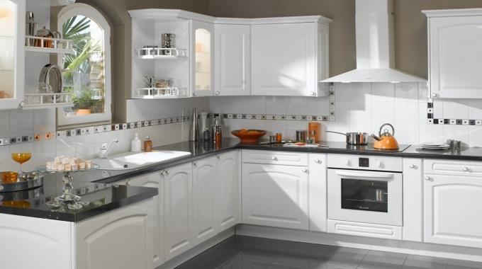 un rangement astucieux pour vos p 39 tits accessoires de cuisine. Black Bedroom Furniture Sets. Home Design Ideas