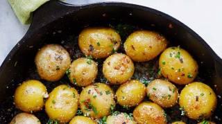 recette-facile-pas-cher-patates-roties-beurre-ail-ciboulette