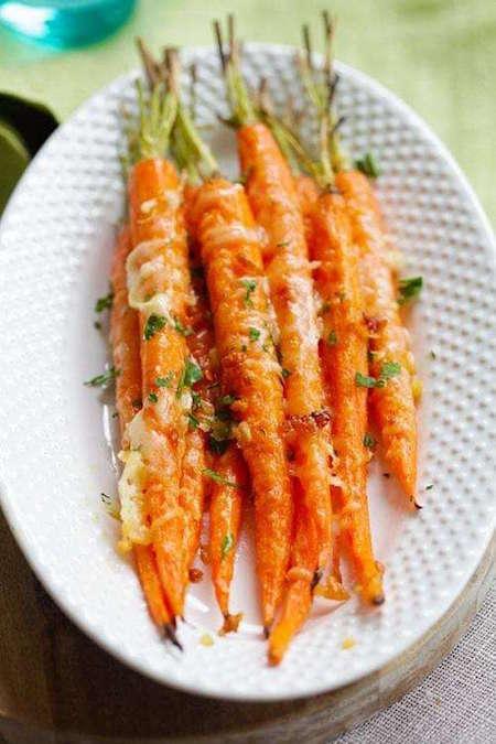 super facile et rapide la recette des carottes r ties l 39 ail et au parmesan. Black Bedroom Furniture Sets. Home Design Ideas