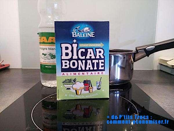 5 astuces efficaces pour r curer facilement une casserole - Bicarbonate de soude et vinaigre blanc ...
