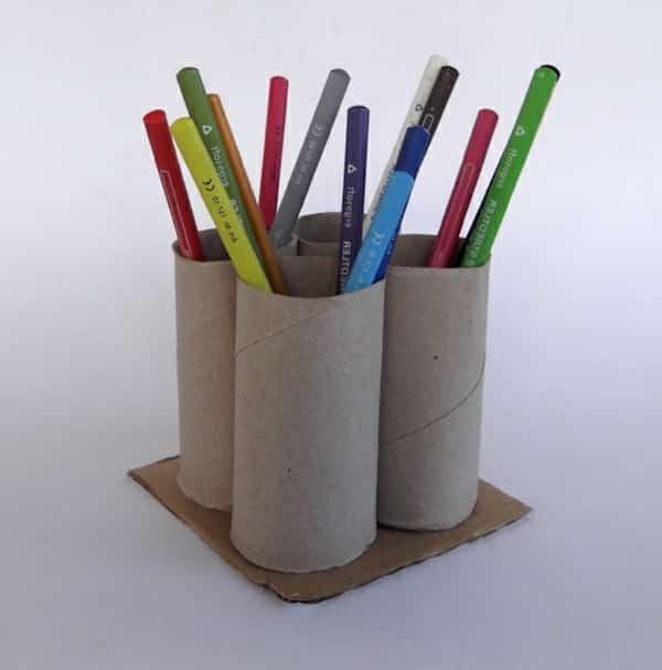 pot à crayon fait avec rouleau papier wc