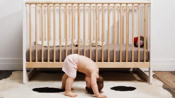 que faire du lit de b b quand il a grandi l 39 astuce pour parents bricoleurs. Black Bedroom Furniture Sets. Home Design Ideas