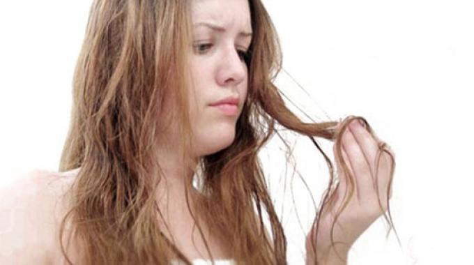 Cheveux Secs et Abîmés ? 6 Remèdes Simples Qui Ont Fait Leurs Preuves.