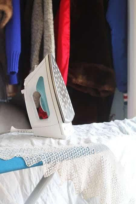 les 7 meilleurs rem des pour emp cher les mites de manger vos v tements. Black Bedroom Furniture Sets. Home Design Ideas
